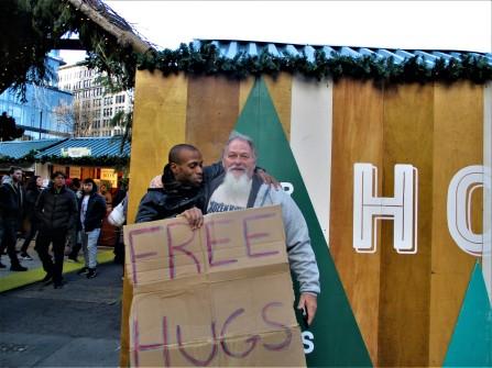 free hug con